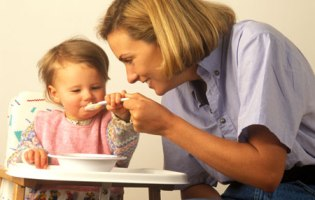 Know Month By Month Infant Feeding Schedule For Development Of Your Child!